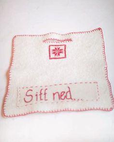 Sitt ned! Sitteunderlag Winter Holidays, Pot Holders, Knitting, Tips, Fun, Hot Pads, Tricot, Advice, Potholders