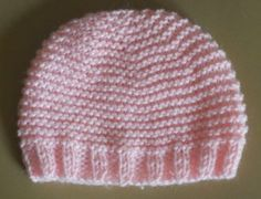 Voici mes explications que j'ai bidouillé pour faire un bonnet pour prématuré 30/32 semaines ( tour de tête maxi 30 cm ) avec une laine pour aiguilles 4 ( type Rico baby classic) échantillon jersey : 22m 28 rgs monter 66 mailles . faire 8 rgs de côtes...