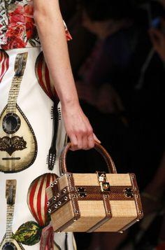 Dolce & Gabbana Spring 2017 Ready-to-Wear Collection Photos - Vogue Dolce & Gabbana, Vogue, Fashion Week, Fashion Bags, Summer Bags, Spring Summer, Summer Chic, 2017 Summer, Milan