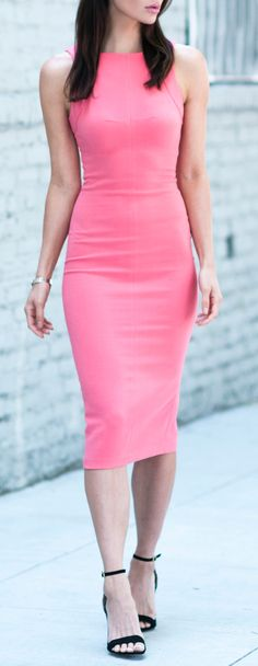 Women's fashion | Flattering pink dress.