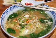 In nur 10 Minuten! Udon-Suppe mit frischem Spinat und Seidentofu - orange küche