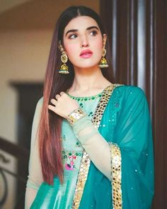 Beautiful Suit, Beautiful Hijab, Pakistani Dress Design, Pakistani Dresses, Suit Fashion, Fashion Dresses, Hareem Farooq, Dps For Girls, Stylish Girl Images
