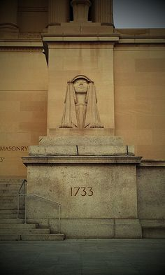 Sphinx in front of the Freemasons' Temple in Shaw