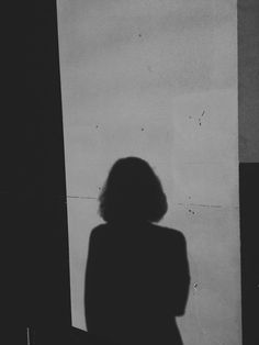 Face Aesthetic, White Aesthetic, Aesthetic Photo, Aesthetic Girl, Aesthetic Pictures, Shadow Photography, Girl Photography, Instagram Girls, Photo Instagram