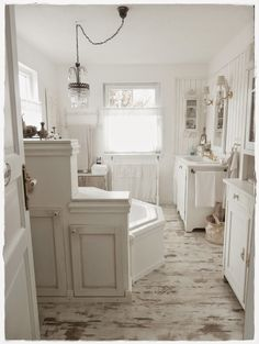 1000+ ideas about Shabby Chic Bathrooms on Pinterest  Chic Bathrooms, Bathroom and Shabby chic