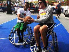 Anderson Varejão dribla o preconceito e usa cadeira de rodas no Rio ~ PcD On-Line