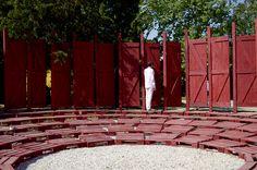 Antiroom: um anfiteatro modular em meio à natureza