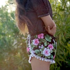 DIY easy pom pom shorts perfect for the summer