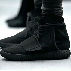 681986c02a Blacked out high top Yeezy  sneakers  streetwear Baskets