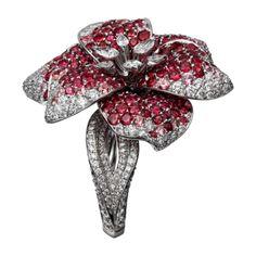 Bague Haute Joaillerie Bague, or gris, spinelles, diamants taille poire, diamants taille brillant.