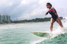 Julia santos arrebenta no surf e na Sicrupt
