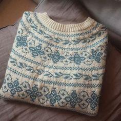 Da er Fåvanggenseren min ferdig! Jeg elsker dette mønsteret! ____________________________________________ #fåvang #fåvangkofte #strikkedilla #strikk #strikket #følgstrikkere #kofteboken #strikkespam #strikkekos #egostrikk #raumagarn #knittersofinstagram #knitting #knitwear #sweater #yarn #followknitters #knittersoftheworld #knitting_inspiration #knit #knitaddict #knitspiration #i_loveknitting Fair Isle Knitting, Knitting Yarn, Knitting Patterns, Norwegian Knitting, Fabric Yarn, Nordic Style, Chrochet, Pulls, Crochet Top