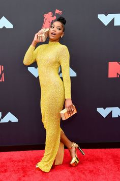 Keke Palmer attended the 2019 MTV VMAs on Monday (August in New Jersey. She wore a yellow Yousef Aljasmi Swarovski and sequin gown. Her look was styled with Giuseppe Zanotti 'Betty' Alex Morgan, Mtv Video Music Award, Music Awards, Nicole Snooki, Chanel West Coast, New Street Style, Zara Larsson, Jamie Lynn, Mtv Videos