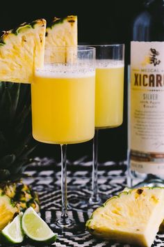 smoky pineapple mezcal margaritas with vanilla bean are the perfect fun cocktail to celebrate cinco de mayo! the smoke & bite of good mezcal is balanced with the natural sweetness of pineapple juice & vanilla bean. | cinco de mayo party, margarita recipe, mezcal, easy cocktail recipe, cocktail, summer drink, party drink | ChicChicFindings.etsy.com