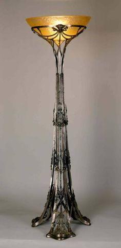 Louis Majorelle and Daum Frères :: Floor lamp, Art Nouveau Antique Lamps, Vintage Lamps, Antique Furniture, Muebles Estilo Art Nouveau, Design Art Nouveau, Lampe Art Deco, Jugendstil Design, Design Industrial, Industrial Lighting