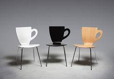 Cadeiras com formato de xícaras