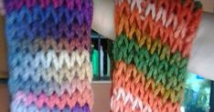Primero  nos preparamos la lana.  Es acondejable lana gordita para agujas del  7-8. Yo suelo utilizar mucho para esta clase de bufanda... Fashion, Pick Up Lines, Beret, Mariana, Crochet Lace Collar, Knitting Needles, Crochet Dresses, Tricot, Moda