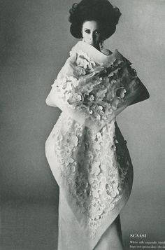 Wilhelmina is wearing Scaasi's exquisite appliqued white silk organdie handkerchief dress and shawl, photo by Irving Penn for Vogue, 1965 Vintage Vogue, Vintage Glam, Vintage Style, Ivana Trump, Fashion Images, Fashion Models, Fashion Beauty, 3d Fashion, Laura Bush