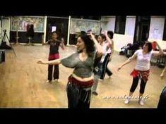 SAKADANSE - Initiation à la Danse Orientale Hula Dance, Latin Dance, Zumba Videos, Music Videos, Dance Oriental, French Songs, Exotic Dance, Sport 2, Dance Moves