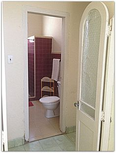 Acceso al baño. Cienfuegos, Villa, Mirror, Bathroom, Furniture, Home Decor, Washroom, Decoration Home, Room Decor