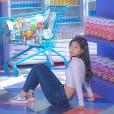 Sana Twice heartshaker J Pop, Kpop Girl Groups, Korean Girl Groups, Kpop Girls, Twice Dahyun, Tzuyu Twice, Signal Twice, Twice Songs, Sana Cute
