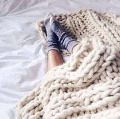 Fashion Gone rouge , Grand Torino, Soft Blankets, Knitted Blankets, Merino Wool Blanket, Chunky Knit Throw, Chunky Blanket, Fuzzy Blanket, Trendy Bedroom, Cozy Bedroom