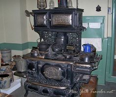wood burning stove/ we had one of these when I was a kid. and I had one that was converted into an oil burning stove when my son was a baby. Antique Kitchen Stoves, Antique Wood Stove, How To Antique Wood, Wood Burning Cook Stove, Wood Stove Cooking, Victorian Kitchen, Vintage Kitchen, Steampunk Kitchen, Victorian Houses