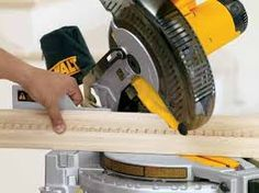 How to cut crown molding with a compound miter saw like professionals? Best Miter Saw Stand, Mitre Saw Stand, Sliding Compound Miter Saw, Compound Mitre Saw, 10 Inch Miter Saw, Cut Crown Molding, How To Make Frames, Small Wooden House, Diy House Projects