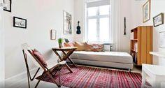 Dormitorio de estilo danés con cama nido. http://www.decoandliving.com/2014/01/escapada-copenhague-en-un-piso-bohemio.html