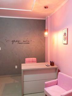 Home Nail Salon, Nail Salon Design, Nail Salon Decor, Salon Interior Design, Luxury Homes Interior, Beauty Room Salon, Beauty Room Decor, Makeup Studio Decor, Esthetician Room