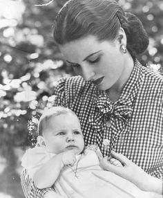 Maureen O'Hara and her daughter, Bronwyn FitzSimons.