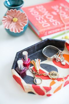 DIY Jewelry Tray Using Old Scarves | http://hellonatural.co/diy-jewelry-tray/