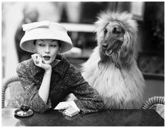 Dovima with Sacha at cafe des Deux Magots, Paris by Richard Avedon, 1955 . Cloche and suit by Balenciaga . From the exhibition 'Balenciaga : Shaping Fashion ' at the , runs till 18 Feb . Vintage Versace, Vintage Dior, Mode Vintage, Vintage Vogue, Vintage Glamour, Balenciaga Vintage, Vintage Paris, Vintage Woman, Vintage Models
