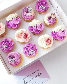 6 Secrets Of How To Bake The Perfect Cupcake - Novelty Birthday Cakes Cupcake Cake Designs, Cupcakes Design, Fancy Cupcakes, Pretty Cupcakes, Cupcake Shops, Custom Cupcakes, Yummy Cupcakes, Wedding Cupcakes, Cupcake Cakes