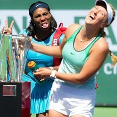 Hahaha one of our best pics ever. #photobomb #trophy #serenawilliams #victoriaazarenka #tennisfun #finalists #BNPPO16
