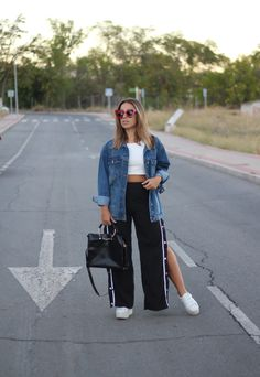 Side slits button up pants. Sporty casual fall outfit. Trendencies