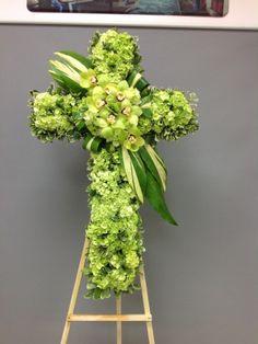 Flower Wreath Funeral, Funeral Flowers, Funeral Floral Arrangements, Rose Flower Arrangements, Happy Palm Sunday, Angel Wings Decor, Cross Wreath, Cemetery Flowers, Sympathy Flowers