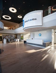 3g office has recently remodeled the reception and main lobby of HP's headquarters in Madrid.