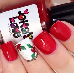 Holly accent nail design.