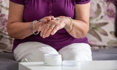 Συμβουλές για τη φροντίδα και τον τρόπο ζωής που θα σας βοηθήσουν να καταπολεμήσετε την ξηροδερμία, τον κνησμό, τις λεπτές ρυτίδες, τα σπυράκια και τις κηλίδες της ηλικίας. Η κλιμακτήριος προκαλεί πολλές αλλαγές στο δέρμα. Οι ραγδαίες μεταβολές των ορμονών που χαρακτηρίζουν το γυναικείο φύλο, προκαλούν μείωση στην παραγωγή κολλαγόνου, σμήγματος και ελαστίνης. Το επακόλουθο […]