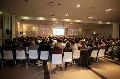 Pubblico nella sala Felsina del Boscolo Hotel di Bologna
