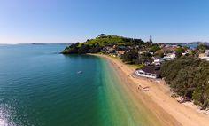 Bill ✔️  Cheltenham Beach, Devonport, Auckland, New Zealand. McHugh's Reception Lounge is on the beach, Mid-frame.     Bill Gibson-Patmore.  (curation & caption: @BillGP). Bill😄✔️
