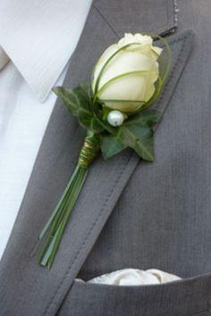 Corsage Witte Roos More Prom Flowers, Bridal Flowers, Corsage And Boutonniere, Boutonnieres, Wedding Boutonniere, Button Holes Wedding, Corsage Wedding, Bride Bouquets, Boquet