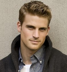 I love when guys do their hair with the side part. Too cute!