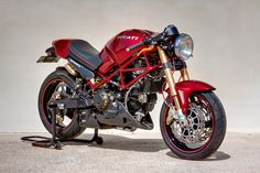 Now this Monster is a real monster! This Ducati Monster is an incredible piece of custom work. Ducati Desmo, Moto Ducati, Ducati Cafe Racer, Ducati Motorcycles, Used Motorcycles, Moto Bike, Moto Guzzi, Motorcycle Gear, Image Moto