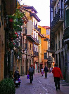 Calle Magdalena en Oviedo , Asturias, España