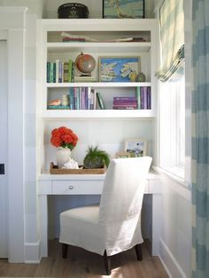 Built-Ins with desk nook - Burnham Design 2014 Coastal Living Showhouse via Domaine Desk Nook, Office Nook, Alcove Desk, Desk Chair, Coastal Bedrooms, Coastal Living Rooms, Coastal Curtains, Coastal Rugs, Modern Coastal
