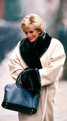 """24 Jan 1996: Princess Diana lunches at """"Ma Taunte Claire"""" Chelsea, London. (Date by Rk)"""