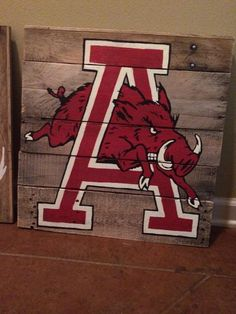 old school razorback pallet painting #DIY #handpainted #lacysleftovers #pallet…