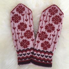 Falling Love by JennyPenny Sweden AB Knitted Mittens Pattern, Fair Isle Knitting Patterns, Knit Mittens, Knitting Socks, Free Knitting, Knit Socks, Wool Gloves, Mitten Gloves, Filet Crochet